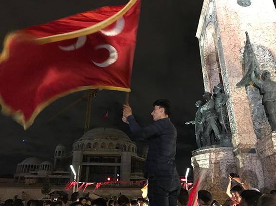 Erdogan Supporters Taksim1