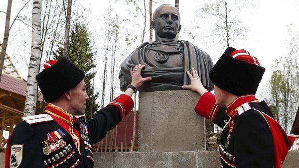 Putin_monument_02