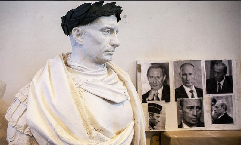Putin_monument_making