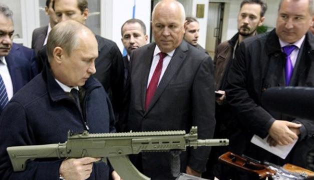 Владимир Путин демонстрира сериозни умения по стрелба с най-новите руски оръжия.