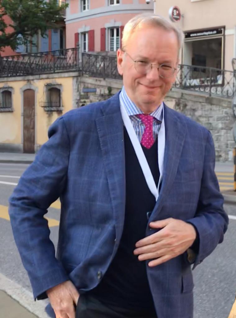 Бившият главен изпълнителен директор на Google Ерик Шмид e също член на Управителния комитет на Билдерберг