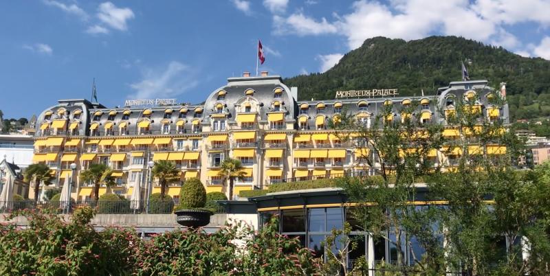 Хотел Fairmont Le Montreux Palace, място за срещата на Билдерберг през 2019 г. и подписване на Конвенцията от Монтрьо през 1936 г.